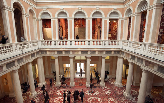 Venetie_palazzo-grassi-museum