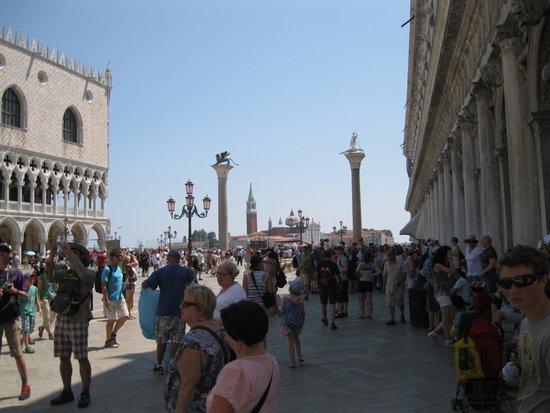 Venetie_piazza-san-marco