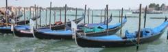 Met een gondel door de kanalen van Venetië